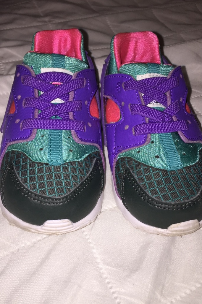 Photo Toddler Nike Huarache Shoes size 6c worn once