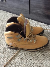 Size 9.5 Middlesex, 27557