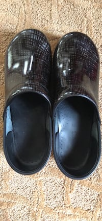 Dansko Wide size 41 Clear Brook, 22624