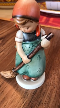 Figurine1940's hummel sweeper girl in excellent condition Tyngsborough, 01879