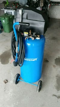 20 gallon air compressor and tools  Cambridge, N1R 7S1