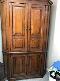 Used Brown wooden cabinet for sale in Winchester - letgo