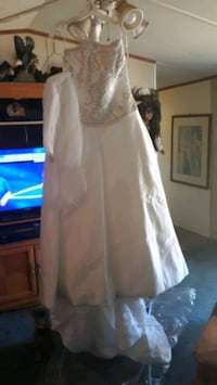 WEDDING GOWN WITH TRAIN AND Veil