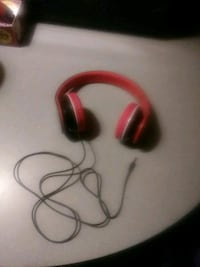 Red and white headphones works great in good condi Clintonville, 54929