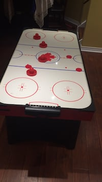Air hockey table Hamilton, L0R 1P0
