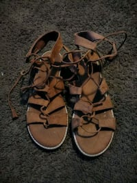 pair of brown leather sandals 894 mi