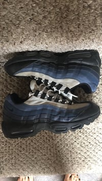 Size 10 9/10 condition with box Toronto, M2N 2C7