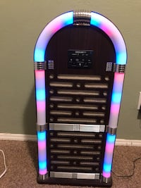 Bluetooth jukebox, crystal view, lights, works great Midwest City