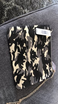 camo style torrid pouch with chain. tag still on, never used.  Ferndale, 98248