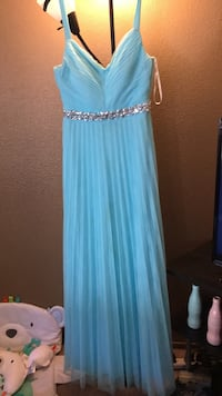 Dress size 5 , just  needs dry cleaning.  Turlock, 95382