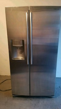 stainless steel side-by-side refrigerator with dis Newport, 41071