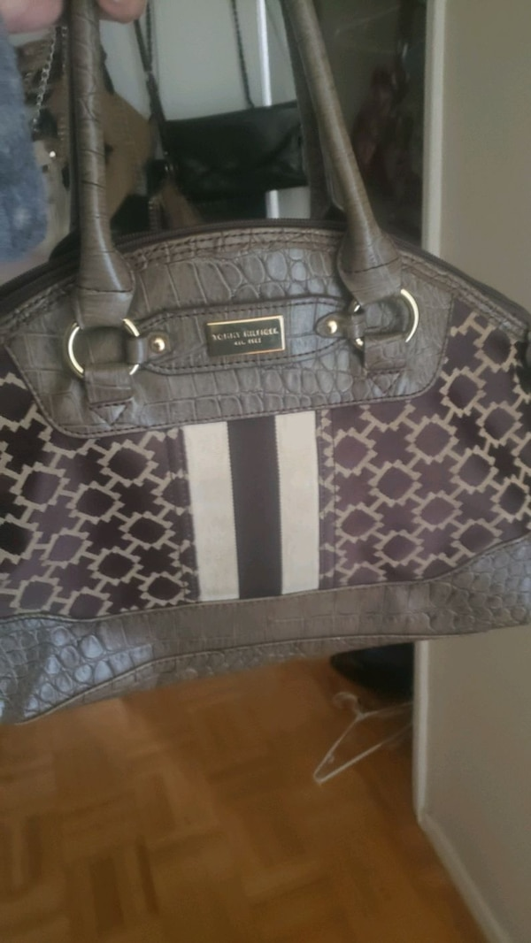 Tommy Hilfiger purse 1