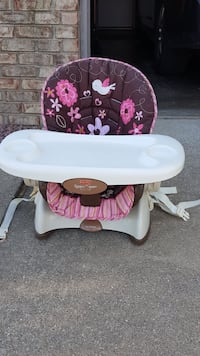 baby's white and pink floral high chair West Lafayette, 47906