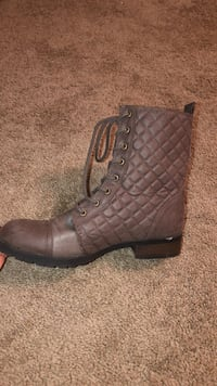 Women's combat boots, size 11 Lincoln, 68521
