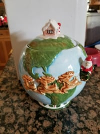 Christmas theme cookie jar  Keedysville, 21756
