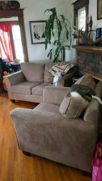 Couch loveseat and rocking ottoman St. Catharines, L2R 3Z4