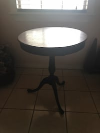 ROUND ANTIQUE SMALL TABLE. *SUPER LOW PRICE* Houston, 77007
