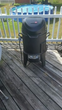 Char-Brol smoker-grill  never been used  Louisville, 40272