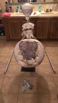 Elephant baby swing. Great condition! Smoke free home. Lafayette, 70506