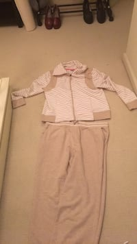 Women's sweatsuit never worn large Pleasant Hill, 94523