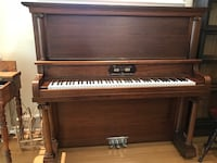 Brown wooden upright piano (bench not included) Montréal, H4V 2J7