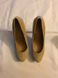 Pair of tan leather heels Alexandria, 22303