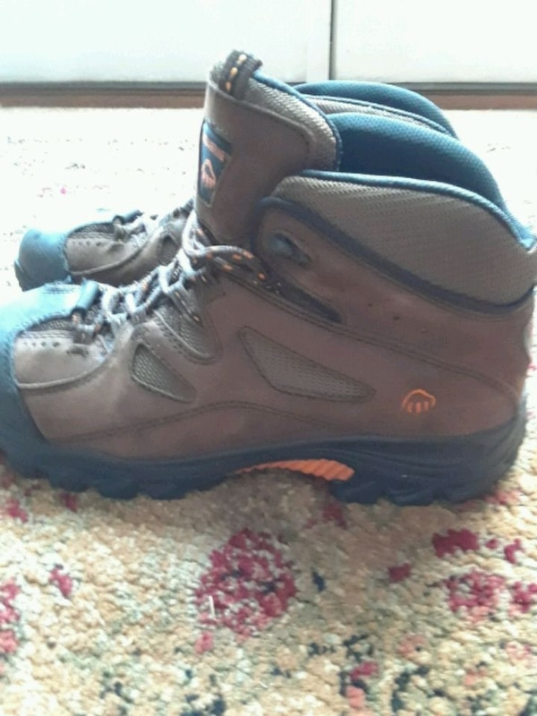 Wolverine hiking boots safety shoes size 10.5 f9bf218a-83b3-4d56-8c68-3dc286908d96