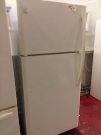 Kenmore top and bottom refrigerator excellent condition  Halethorpe, 21227