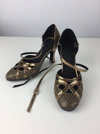 Pair of gold pumps. Dancing shoes. 7.5 Hollywood, 33021