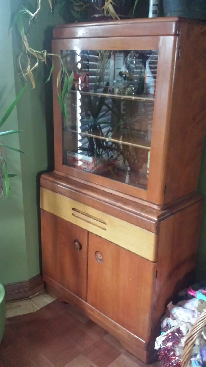 Hutch Display Cabinet Letgo Brown Wooden Hutch Display Cabinet In Kingston Pa