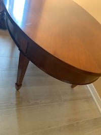 Coffee table new condition!!