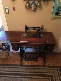 1911 model singer sewing machine table w original manual and attachments. Machine is in excellent condition but missing belt. Table top has some wear and water spots Grayslake, 60030