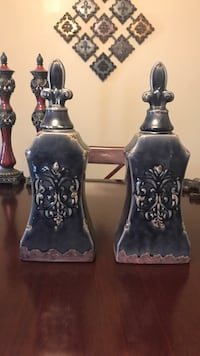 Two black ceramic decor 67 km
