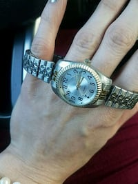 round silver-colored analog watch with link bracelet Lexington