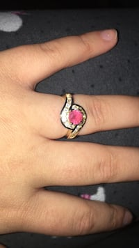 gold-colored ring with pink gemstone Amarillo, 79106