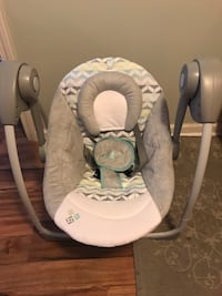 baby's gray and white portable swing Sellersburg, 47172