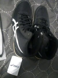 pair of black high-top sneakers 9 1/2 San Marcos, 92078