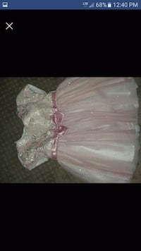 12 month girl dress. Paid 35 Frankfort, 40601