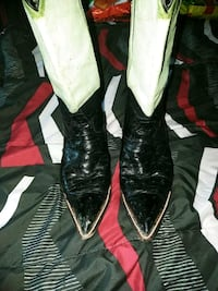 white-and-black leather r-toe cowboy boots Las Cruces