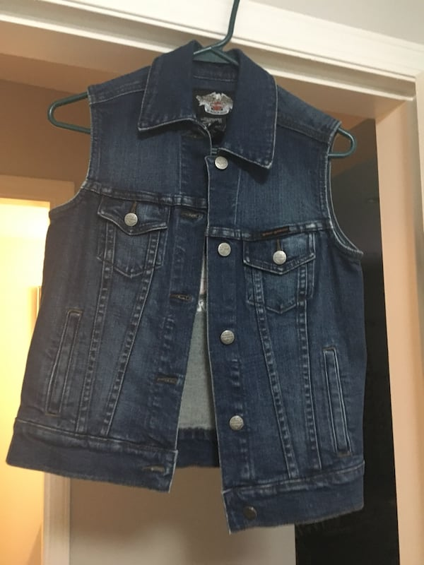 Blue denim button-up vest Harley Davidson 91c6ee75-abec-4253-abc4-1f773e5c16a4