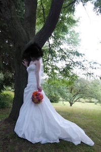 Small Alfred Sung Wedding Dress Vaughan, L6A 1Y6