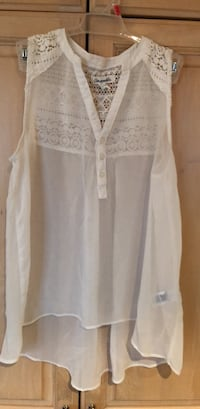 Aéropostale ; white size small  Laval, H7X 2Y9