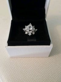 Gorgeous sterling silver cluster ring Whitby, L1N 8X2
