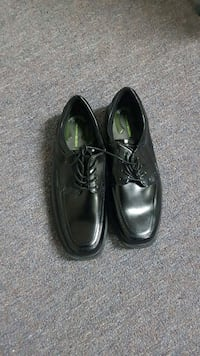 pair of black leather dress shoes Sonoma, 95476