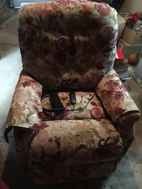 floral lift chair- never used  Worcester, 01604