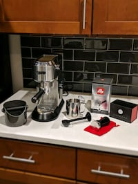 DeLonghi Espresso Maker and Starter Kit 23 mi