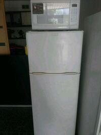 Fridgidaire small fridge with matching microwave Sheffield
