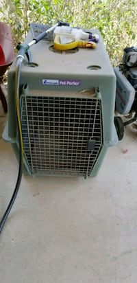 white and black pet carrier Jurupa Valley, 91752
