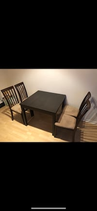 New Dining Set - Extendable table with 4 chairs Toronto, M5V 3W1