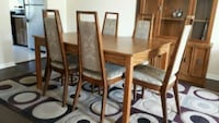Dining table with 6 chairs.  Smoke/Pet free house Toronto, M5A